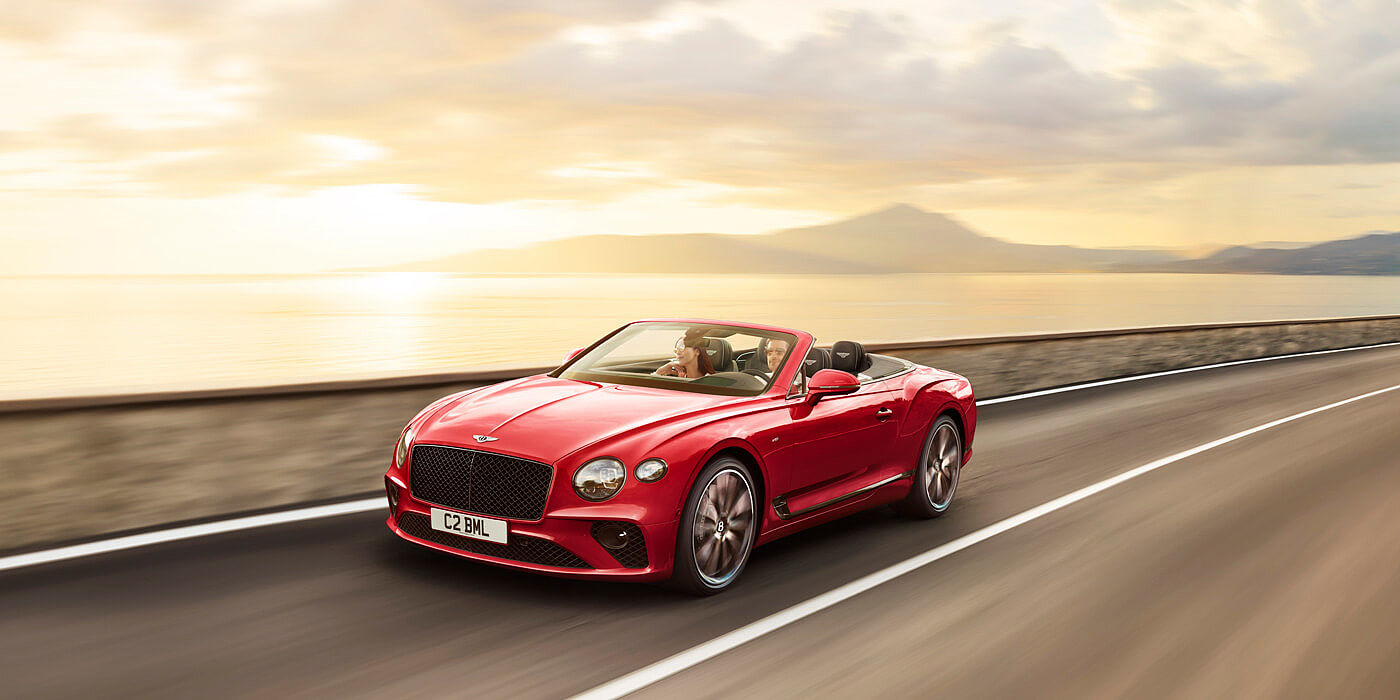 CONTINENTAL-GT-V8-CONVERTIBLE-DRIVING-BY-SEAL-ITALY